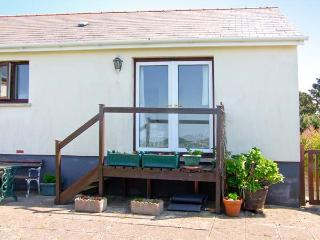 WATER'S EDGE cosy cottage, next to estuary, all ground floor - Pembroke vacation rentals