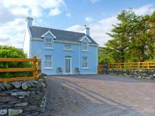 TIG NELL open fires, pet-friendly, near coast in Sneem Ref 27146 - Sneem vacation rentals
