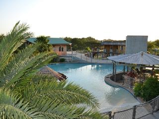 WATER WORLD, SWIM, FISH, SKI AT CLOUD LANE LODGE - New Braunfels vacation rentals