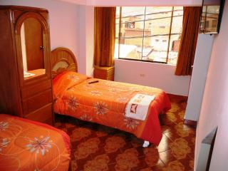 Twin Room - Cusco Apartments & Private Rooms