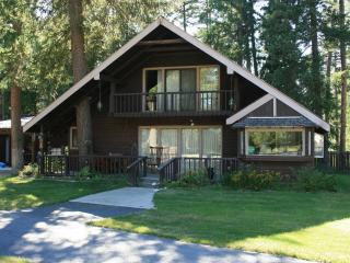 Cozy home in the trees by the creek - Libby vacation rentals