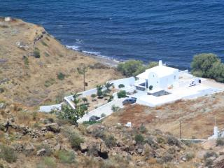 Santorini  summer-lovers villa unte for 6 - Santorini vacation rentals