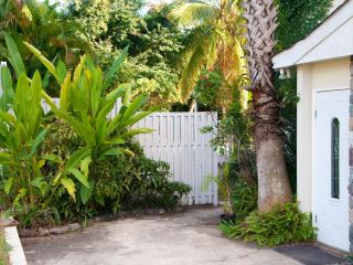 Bohemian Lodge | Perfect location for affordable luxury in Kingston - Kingston vacation rentals