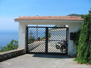 Wonderful house on the Amalfi Coast between Sorrento and Positano - Piano di Sorrento vacation rentals