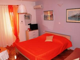 Apartments Boro - 42901-A2 - Makarska vacation rentals