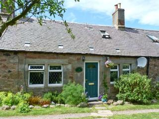 SHEPHERD'S COTTAGE, pet-friendly cottage, in countryside, with woodburner, Innerwick, Dunbar Ref. 26854 - East Lothian vacation rentals