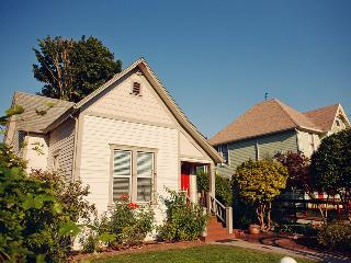 The Painted Lady Guest Cottage - Newberg vacation rentals