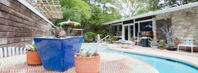 Grill poolside while entertaining small groups - 60s Upscale MidCentury Modern Travel Pad with Pool - Austin - rentals