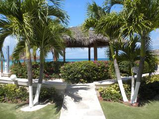 Gardens and Gazebo - Seven Mile Beach  - Newly Remodeled and Great Value!! - Seven Mile Beach - rentals