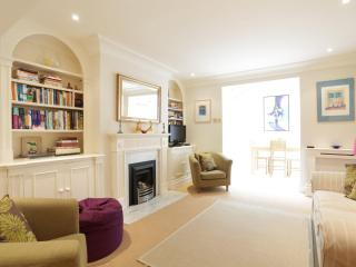 Queensdale Place, (IVY LETTINGS). Fully managed, free wi-fi, discounts available. - London vacation rentals