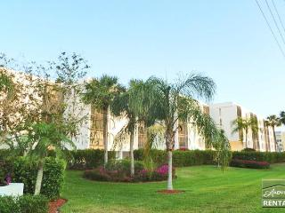 Florida living at its best in this newly decorated condo on Marco Island - Marco Island vacation rentals