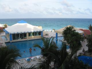 Ocean Front Studio A411 On The Beach - Cancun vacation rentals