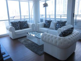 Executive Two Storey Pent House Condo With Terrace 3+1 - Toronto vacation rentals
