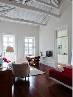 Ayres Gouvea House - Luxury Studio - 2ºF - Porto vacation rentals