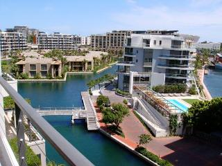 V&A WATERFRONT - 24/7 security, pool,shopping mall - Camps Bay vacation rentals