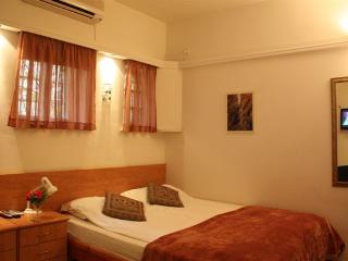 Cozy and Central Studio Apartment - Jerusalem vacation rentals