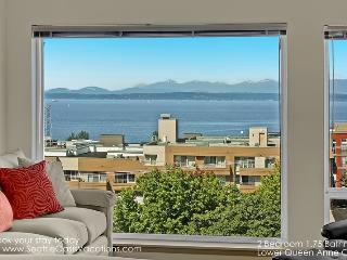 2 Bedroom 2 Bath Lower Queen Anne Oasis--Email for Reduced Rates! - Seattle vacation rentals