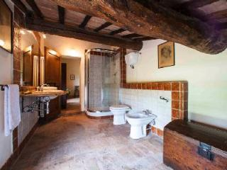 Villa Montesoli, Luxurious Tuscan Villa - Relax in the Sauna, Jacuzzi & Pool - Terres Basses vacation rentals