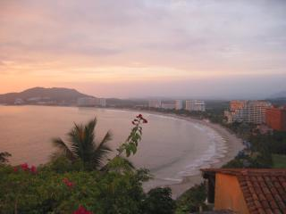 Beachside Pacific Paradise Apartment - Ixtapa/Zihuatanejo vacation rentals