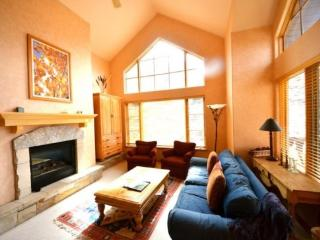 3BR Plus Loft Aspenwood Lodge Condo in Exclusive Gated Community in the Heart of Arrowhead Village, Walk to Lifts, Pool/Hot Tub, - Beaver Creek vacation rentals