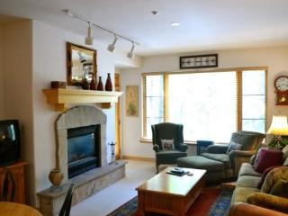 2BR Aspenwood Lodge Condo in Exclusive Gated Community in the Heart of Arrowhead Village, Walk to Lifts, Pool/Hot Tub, and Resta - Edwards vacation rentals