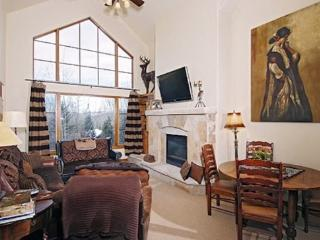3BR Spruce Lodge Penthouse in Exclusive Gated Community in the Heart of Arrowhead Village, Walk to Lifts, Pool/Hot Tub, and Rest - Edwards vacation rentals