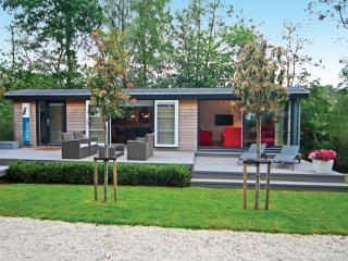30 minutes from Amsterdam and Utrecht, beautiful location on the lakes of Loosdrecht - Oud-loosdrecht vacation rentals