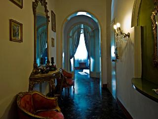 L'ARENA - Prestigious Apartment, Historical Center - Emilia-Romagna vacation rentals