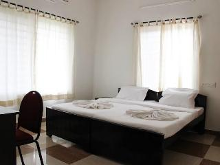 Corner Stay Serviced Apartment-Peelamedu-Deluxe Room 1-Pvt - Coimbatore vacation rentals