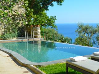Jewel of Positano, Pool, Amazing newly restored - Panoramic views great for groups, weddings, families sleeps 16 - Positano vacation rentals