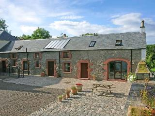 THE OLD COACH HOUSE, stylish character conversion with open fire, garden, balcony, Coldingham Ref 29322 - Scottish Borders vacation rentals