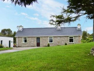 DRUMBOARTY, open fire, tranquil rural location, pet-friendly, ground floor cottage, Ref. 29228 - County Donegal vacation rentals