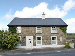 SYCAMORE COTTAGE woodburning stoves, close to town in Ennistymon Ref 29928 - Ennistymon vacation rentals