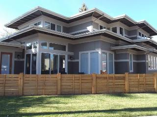 Frank Lloyd Wright's design in this amazing home in downtown Bend - Bend vacation rentals
