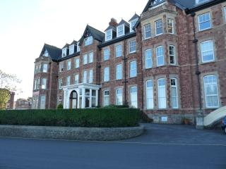 Metropole Court, Minehead, West Somerset, England. Oceanfront Apartment. - Minehead vacation rentals