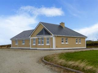 BALLYCROY PLACE, single-storey, all bedrooms have en-suites, open fire, sea views, near Ballycroy, Ref 29257 - Northern Ireland vacation rentals