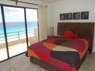 Luxury penthouse in beach front property in Cancun's hotel zone! - Cancun vacation rentals