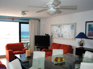 Beautiful suite in beachfront property condo in Cancun's hotel zone! - Cancun vacation rentals