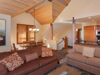 Deluxe 4 Bedroom with amazing views - Whistler vacation rentals