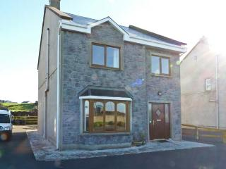 4 NA GAIRDINI family-friendly, woodburning stove, close to amenities in Miltown Malbay Ref 28082 - Milltown Malbay vacation rentals