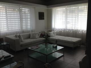house 2 bedroom o 3 bedroom walk to the beach, parking, securyty, gated - San Juan vacation rentals