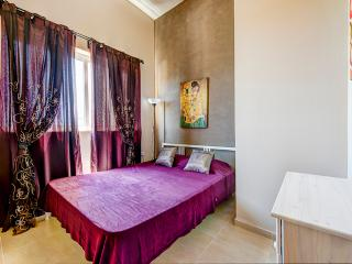 023 Mainstay, Roomy, Sliema 1-bedroom Apartment - Sliema vacation rentals