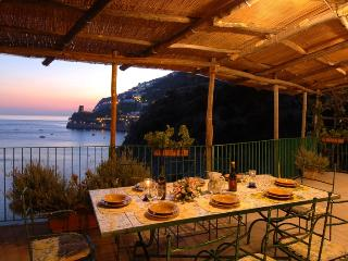 Wonderful property in Praiano set in the rock overlooking the sea. Swimming pool and access to the sea! - Lucca vacation rentals
