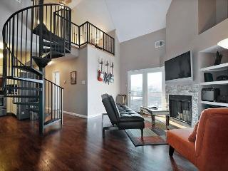 2BR/1.5BA Renovated Condo - Walk to Downtown and Rainey Street - Austin vacation rentals