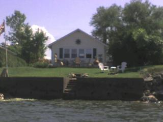 Lake Ontario Cottage 45 min to Niagara Falls - Lyndonville vacation rentals