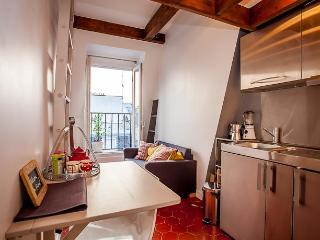 Studio with balcony - Quartier Latin - Barcelona vacation rentals