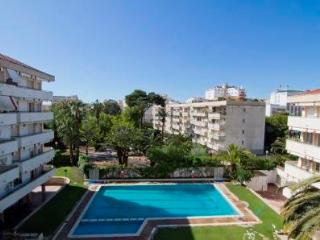 Clarimar, luxery apartment with pool and garden in the center of Sitges. - Sitges vacation rentals
