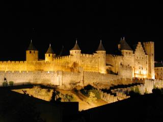 2 Bed Apartment, Carcassonne centre, La Cité views! - Carcassonne vacation rentals