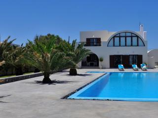 Asteras - Luxurious beachfront villa in Santorini - Santorini vacation rentals