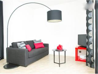 Cosy Top Floor Toulouse Apartment - Toulouse vacation rentals